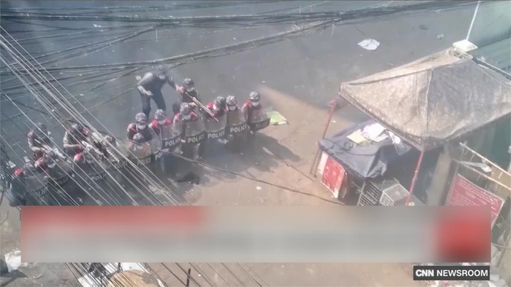 全球/拒絕雙手沾血!緬甸軍警逃往印度求庇護