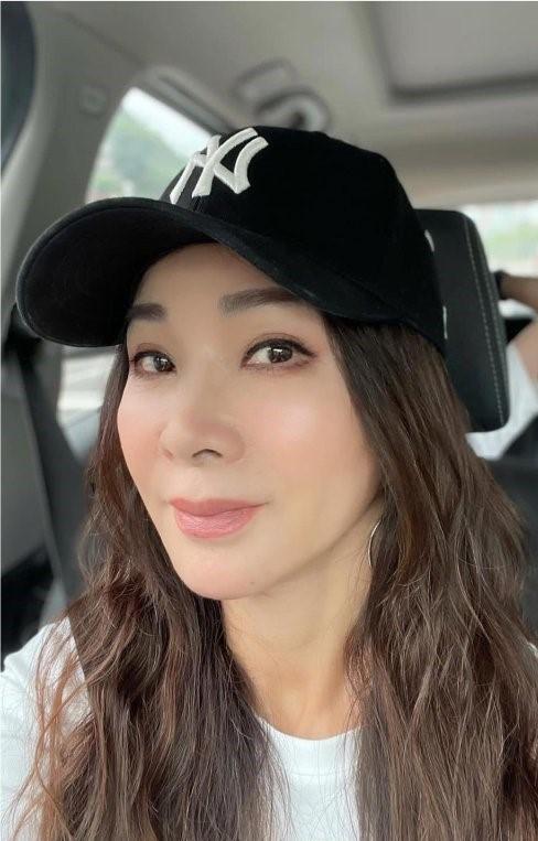 46歲謝金燕秀身材 110公分美腿勾出陳美鳳:辣辣辣!