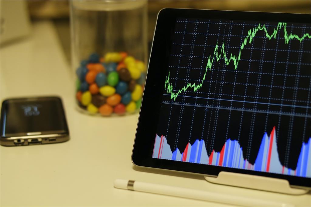 快逃!全球經濟恐將崩盤 美國金融專家示警:美股恐在年底暴跌80%