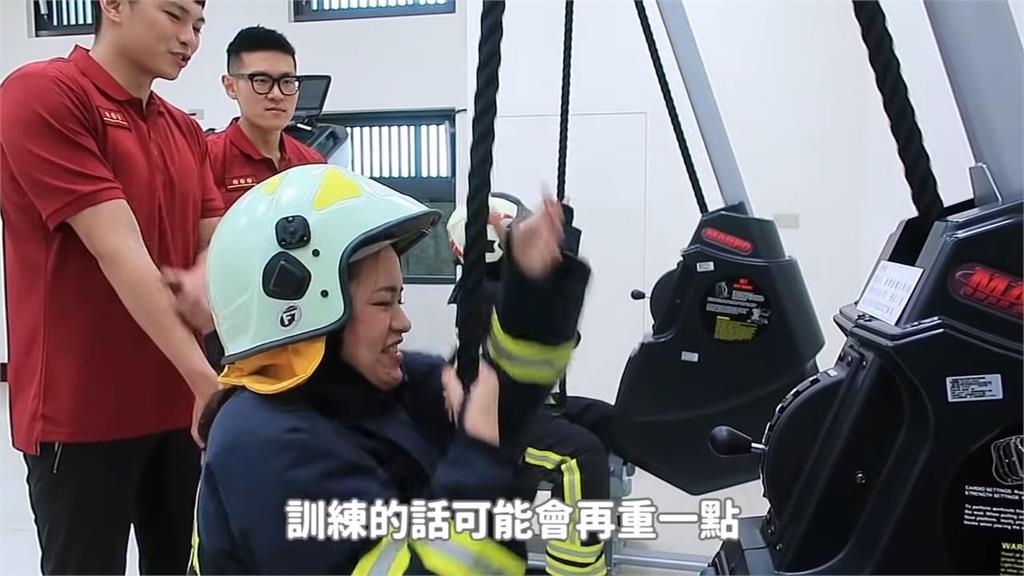 Respect!4女網友體驗一日消防員 全副武裝爬火場驚:像在鑽狗籠