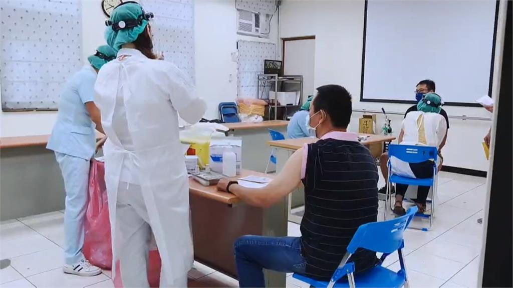 暈針! 基隆警打完疫苗暈倒在地 3分鐘後清醒