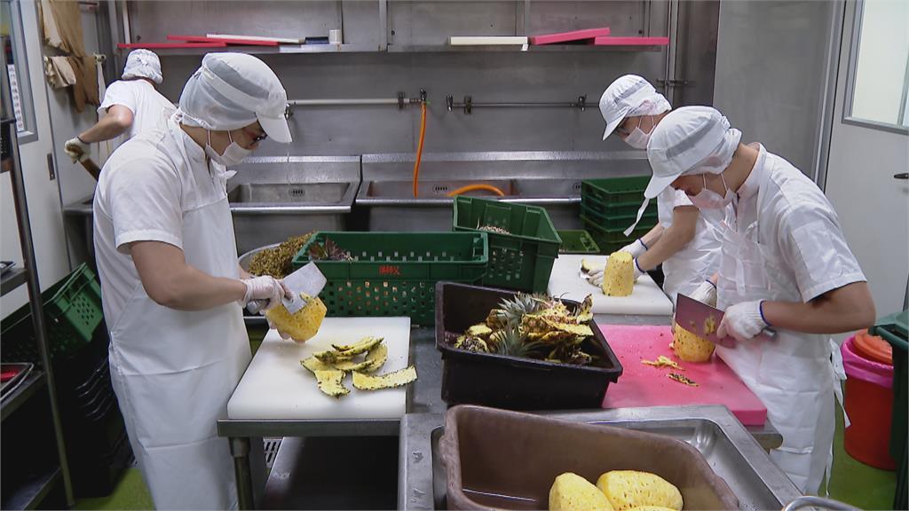 相挺台灣鳳梨!各項鳳梨產品開發  牛肉麵冠軍主廚研發鳳梨牛肉麵!
