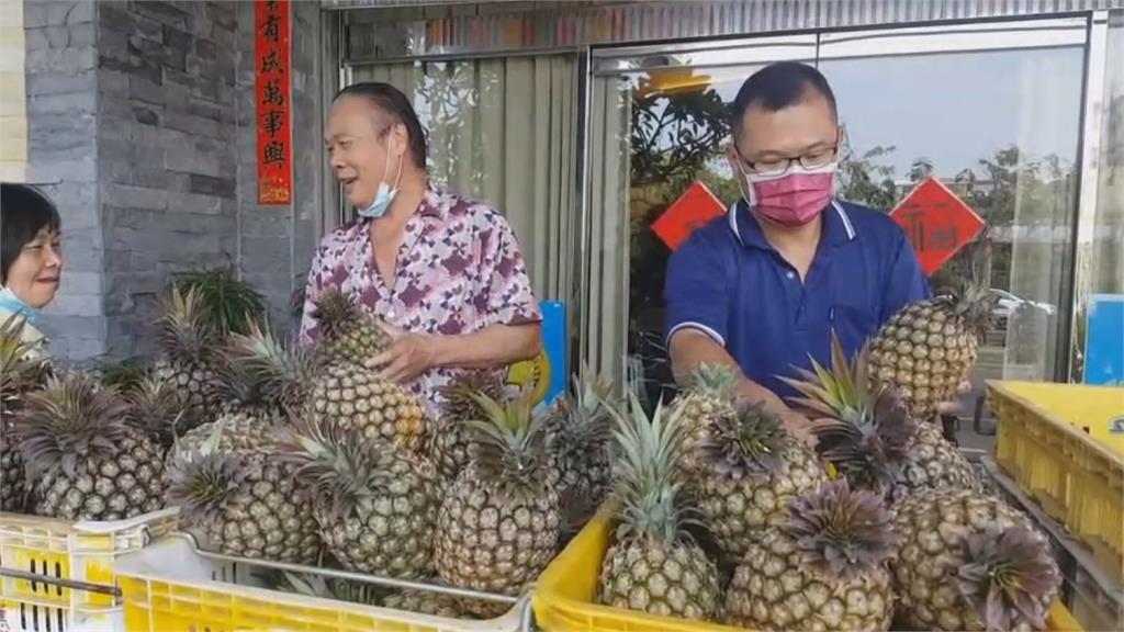 來就送!全台挺農民 台南靶場訂1萬顆鳳梨