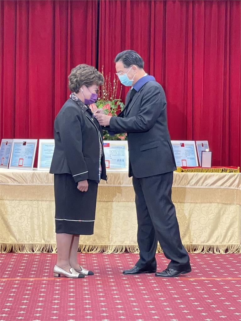 捐贈9萬件防護衣助中南美防疫 萊禮生醫今獲頒外交之友獎項