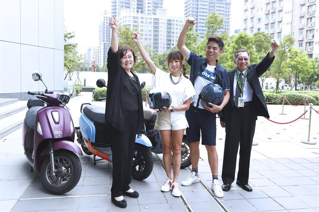 《Go Go Taiwan》段慧琳載不會騎車的艾瑞克挑戰48小時環台!段慧琳老公問:「艾瑞克手會放哪裡?」