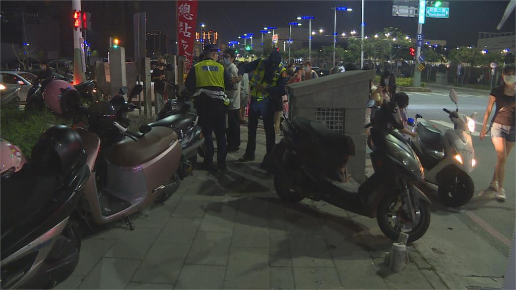 台中捷運旁總站夜市重開張   警2小時開30張違停罰單