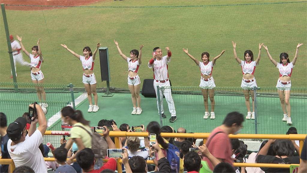 魏應充邀資源班孩子觀賽 感受棒球熱情活力