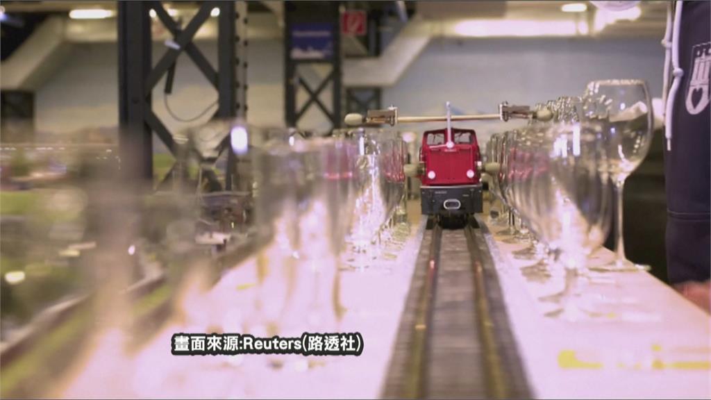 叮噹叮噹! 德模型火車「敲水杯」演奏世界名曲