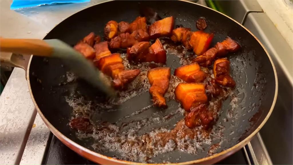 外國人第1次料理台灣菜「差點燒了廚房」 完成品意外得到一致好評