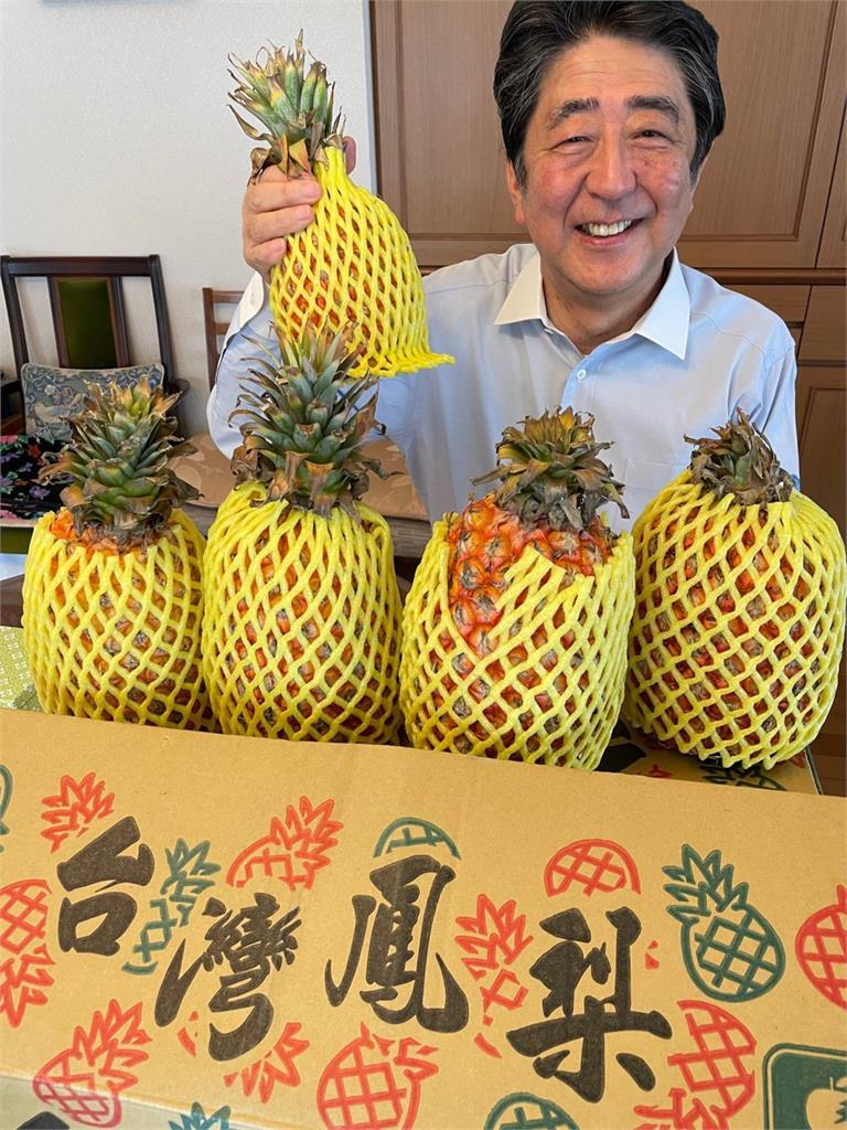 安倍晉三今天的點心!驚見「台灣鳳梨」 日本網友讚:超好吃