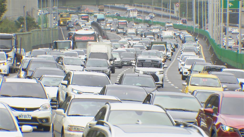 連假第一天塞車!國1國3多路段紫爆高公局提醒 南下宜下午 北上早出門