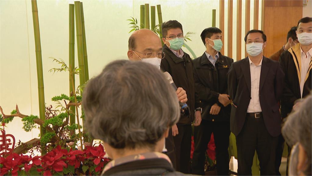 參訪安養中心 蘇揆發紅包 向長者拜早年 美智庫列台海為第一級風險 蘇揆:維護區域和平