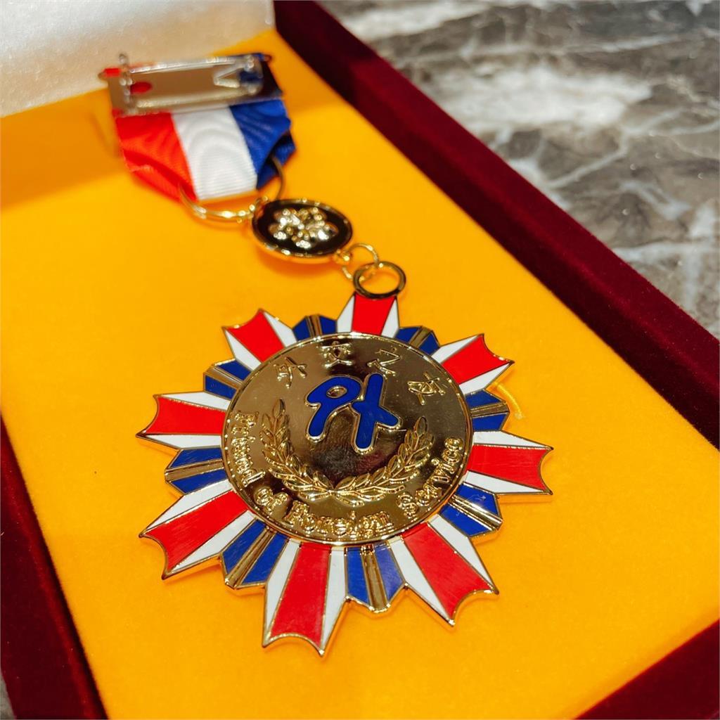 捐贈9萬件防護衣助中南美防疫 萊禮生醫今獲頒外交之友貢獻獎