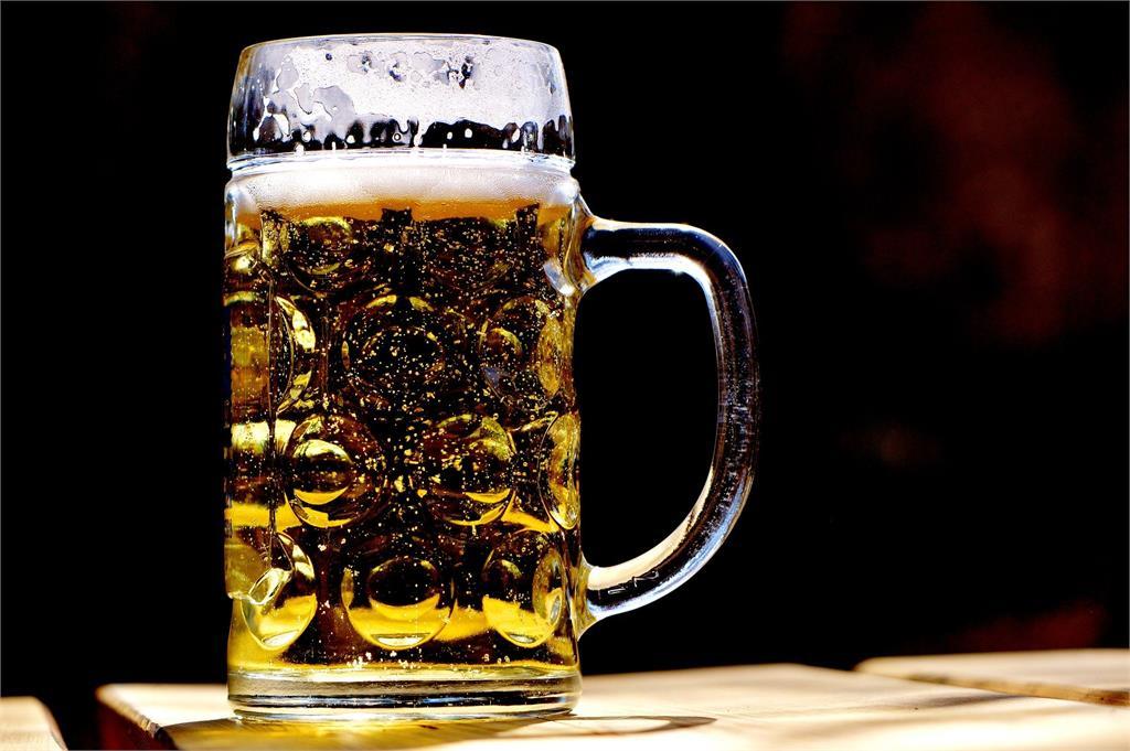 「38號」房有詛咒?阿伯喝啤酒猝死 禮儀師曝:3人在這離奇暴斃