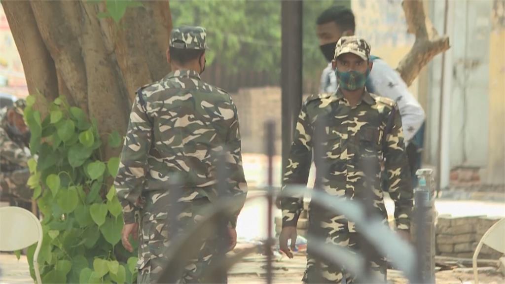 印度單日新增23.4萬人確診 新德里封城宵禁