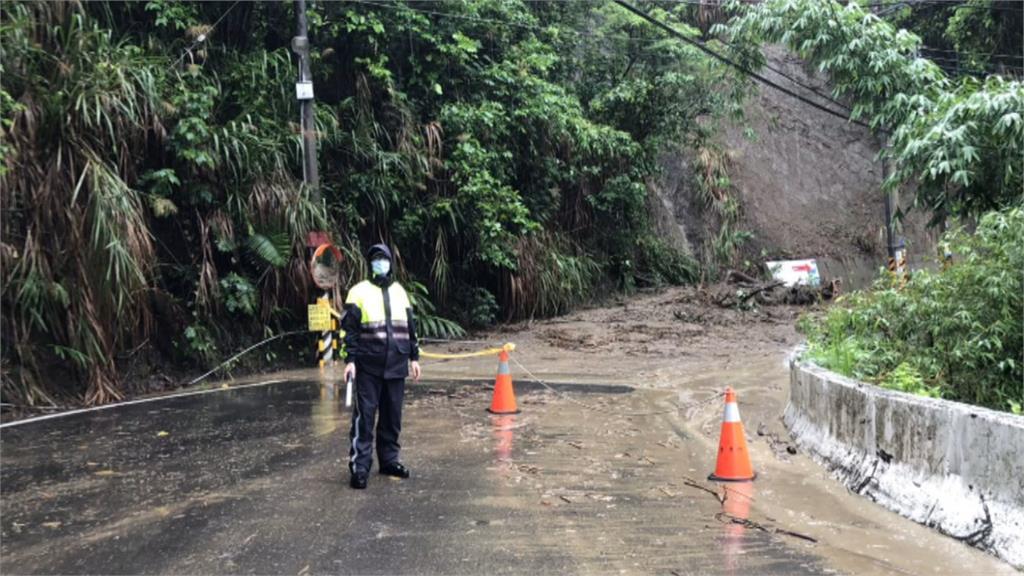 20分鐘暴雨炸彰化!馬路變小河 山腳路沿線鄉鎮水淹腳踝高