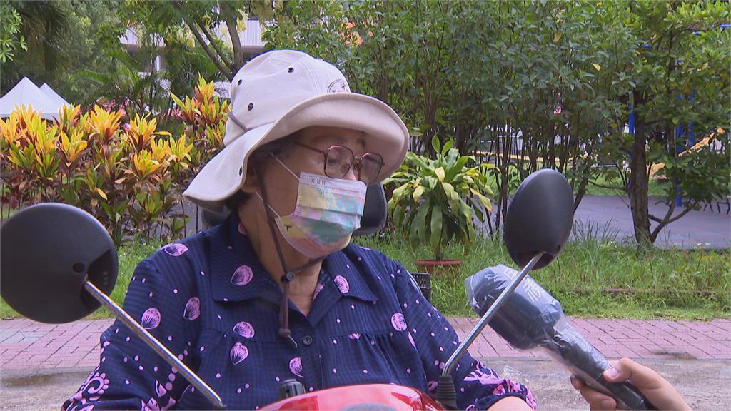 獨家!戴資穎「頭號鐵粉」90歲阿嬤好勇健 騎電動車來接種