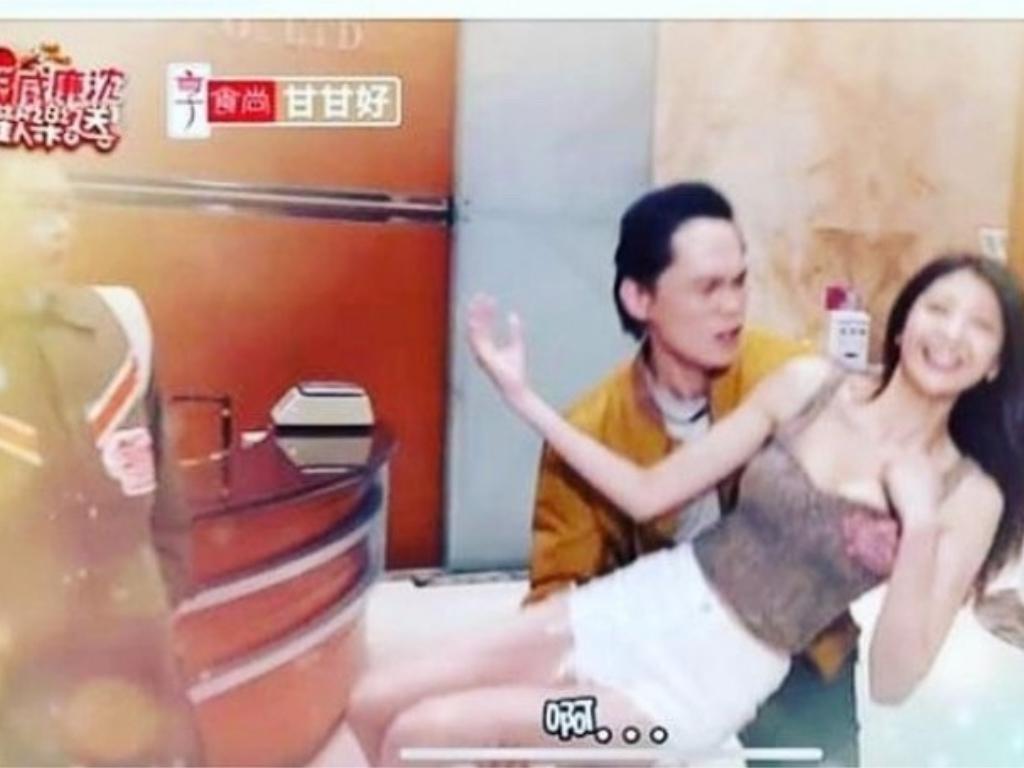人夫黃鐙輝爆「鹹豬手」辣模 網批:「擦邊球可以理解,但整個手掌就太扯」