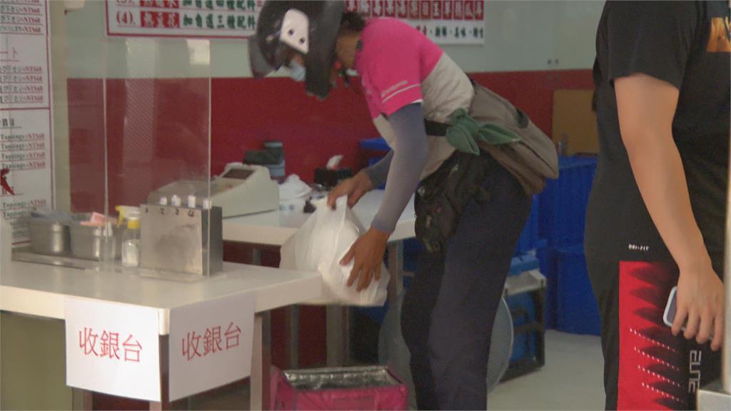 連7天確診降至200以下 東區冰店出現排隊潮
