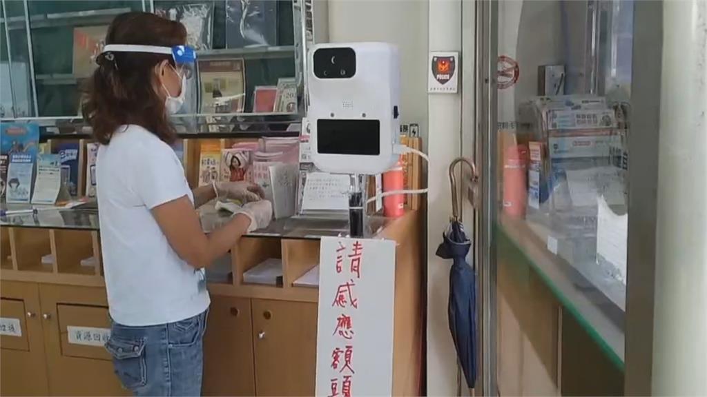 郵局業務量爆增 內勤幫量溫管控人流 快累垮
