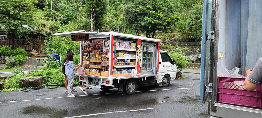 超商車車出沒!家門前「直接買物資」 超便利貨車網狂問:哪裡有?