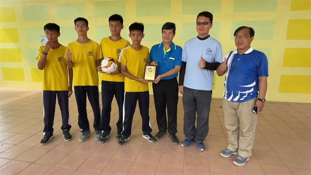 感念陳佳坤為足球奉獻 長治國中抱回冠軍獎盃