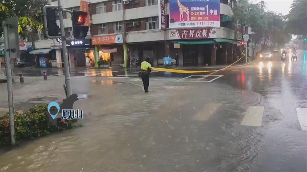 淹水偏遇車熄火...孕婦人車卡水中動彈不得 消防出動救援
