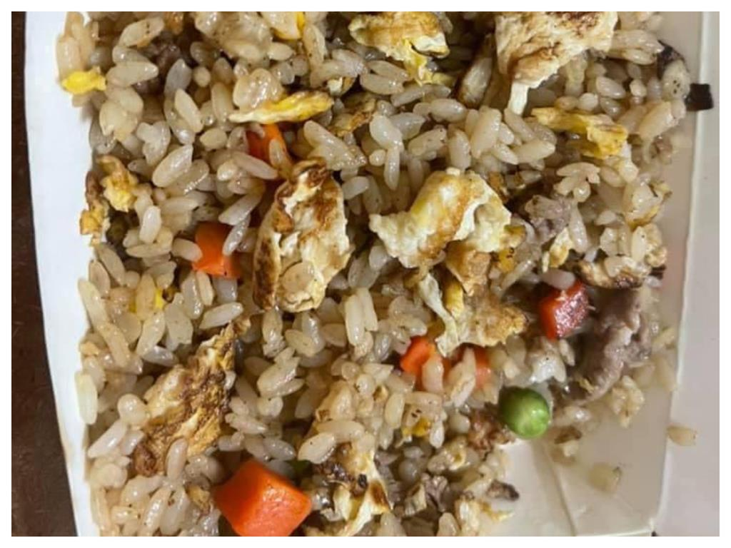 慘!炒飯打開驚見「地獄花色」 網白眼:玉米差一點就變爆米花了