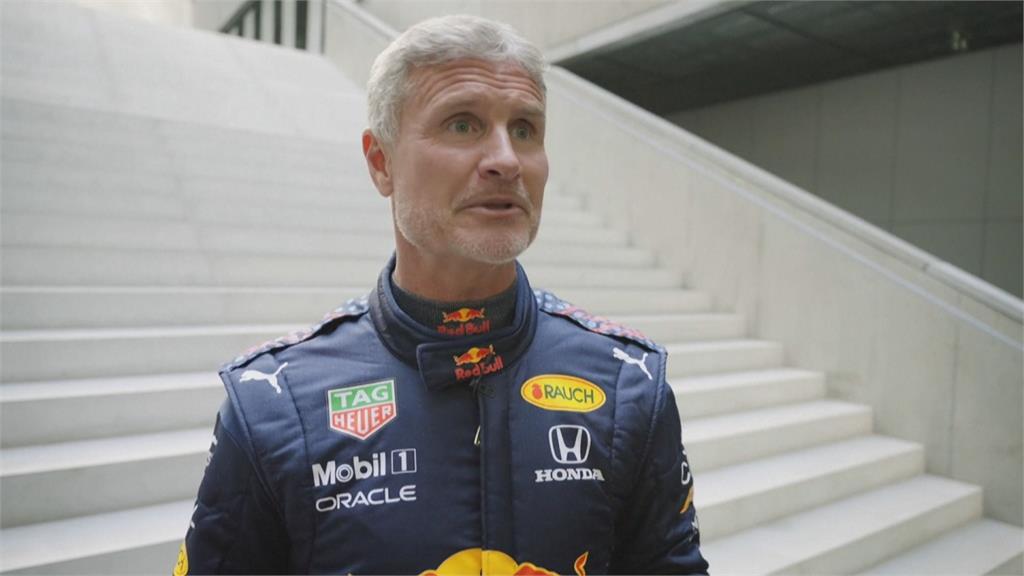 前F1車手領銜 賽車、特技飛機聯手秀特技