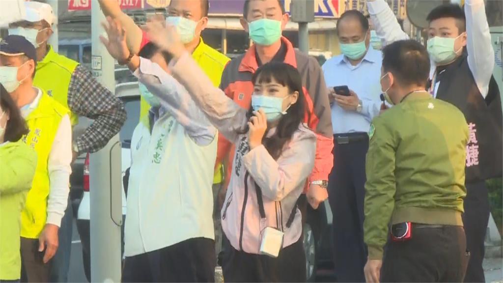 快新聞/民代站路口拜票力挺黃捷 籲投下反對票「讓高雄回歸民主城市」