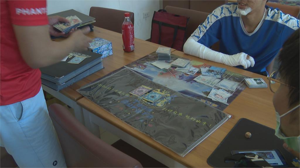 限量卡牌1張動輒數千元!趁店員轉身泡咖啡 竊賊偷寶可夢遊戲卡牌