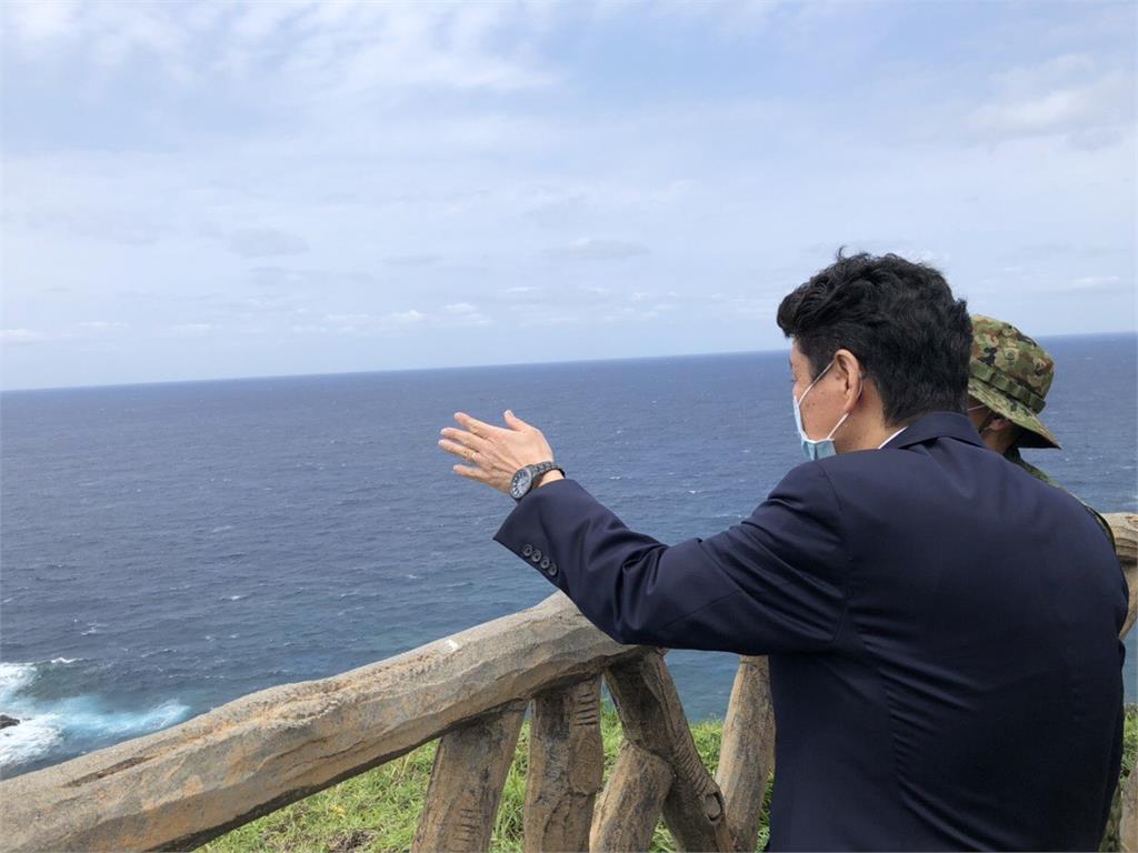 快新聞/美日峰會重視台海情勢 日防衛大臣站上與那國島遙望台灣