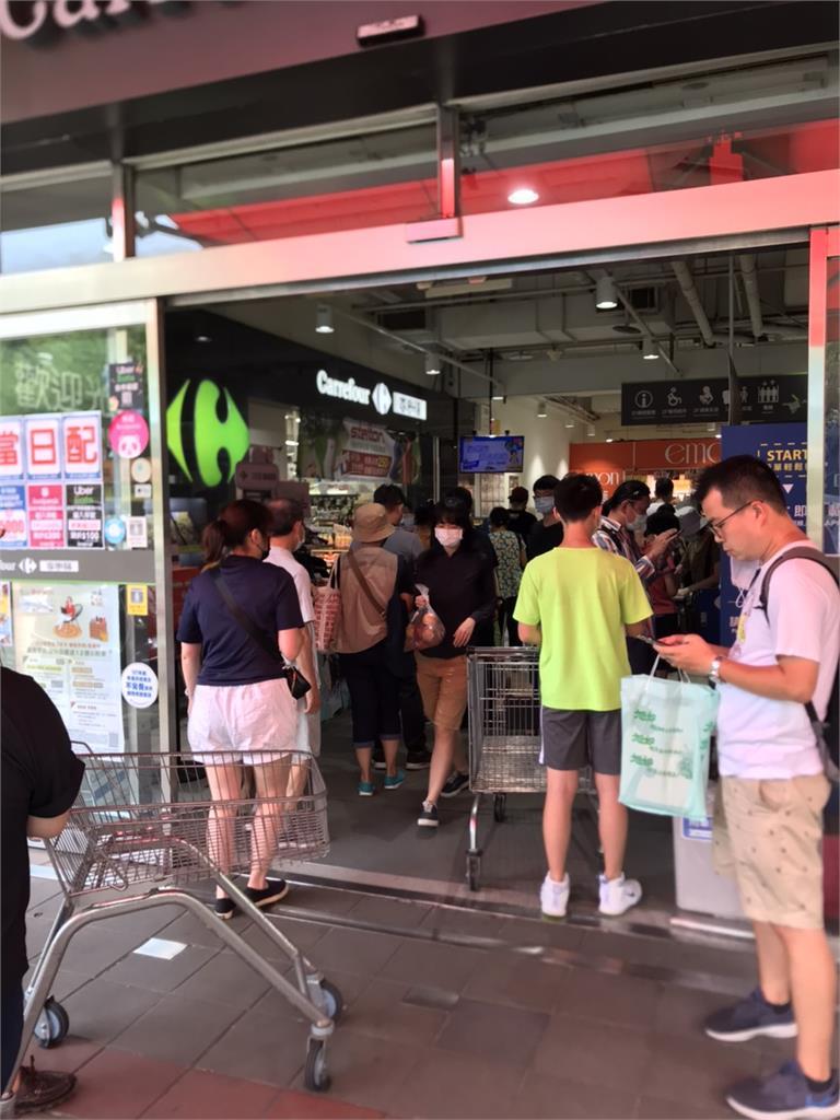 3級警戒引恐慌!超市結帳排2小時 蘇貞昌喊話:物資足夠、毋需搶購!