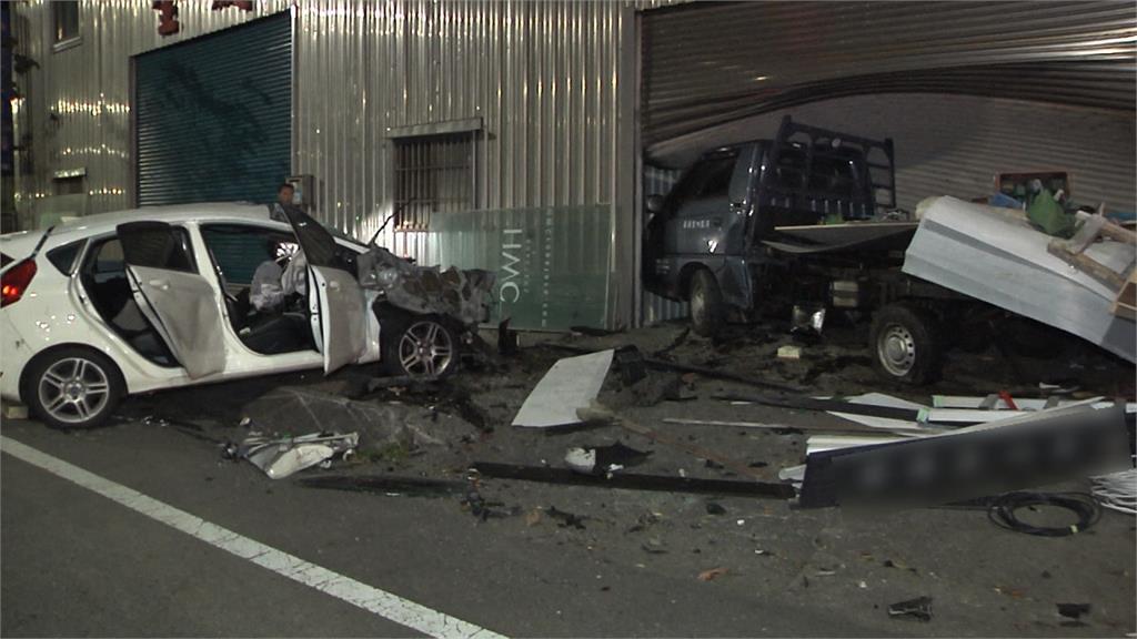 車子半邊被壓扁!轎車超速失控衝撞工廠釀2死