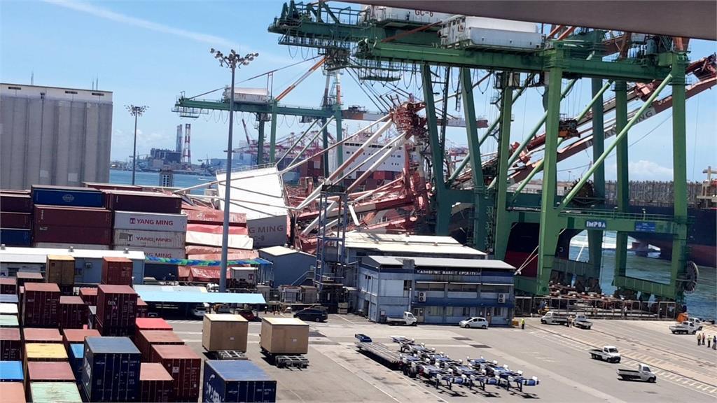 高雄港貨櫃輪撞起重機 航管多次示警卻「無人應」高港:賠償恐破億!