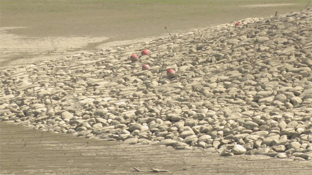 水位直直落 高雄阿公店水庫蓄水剩6%抽無地下水 上游芭樂產量少一成