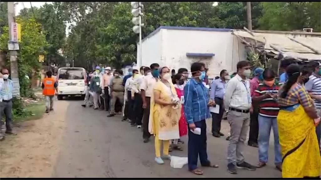 印度單日3689死破紀錄 民眾無懼病毒慶祝選舉結果