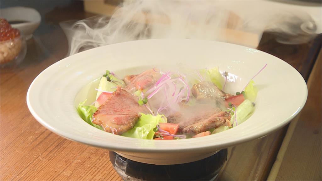 日本料理玩創意!鮭魚花壽司包裹炸龍蝦外嫩內酥