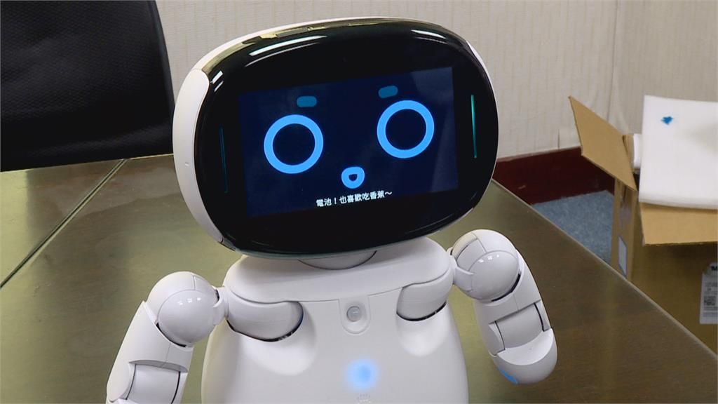 曹公小學機器人畢典像告別式?廠商不捨:機器人功能多 老師很用心