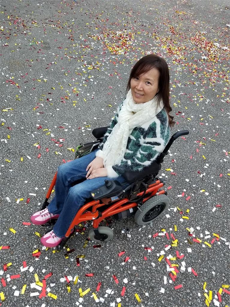 當紅遇車禍!終身輪椅代步 54歲歌手吳少芳驚傳因病逝世