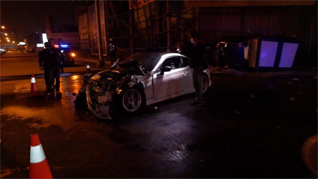 遭轎車攔腰撞貨車連續翻轉 駕駛到院前無生命跡象
