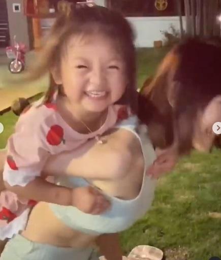 「大馬女神」林明禎胸前失守 彎腰一個手掌完整貼上!