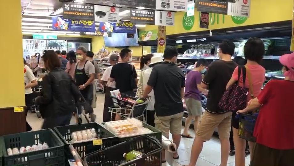 3級警戒引恐慌?超市結帳排2小時 蘇貞昌喊話:物資足夠、毋需搶購!