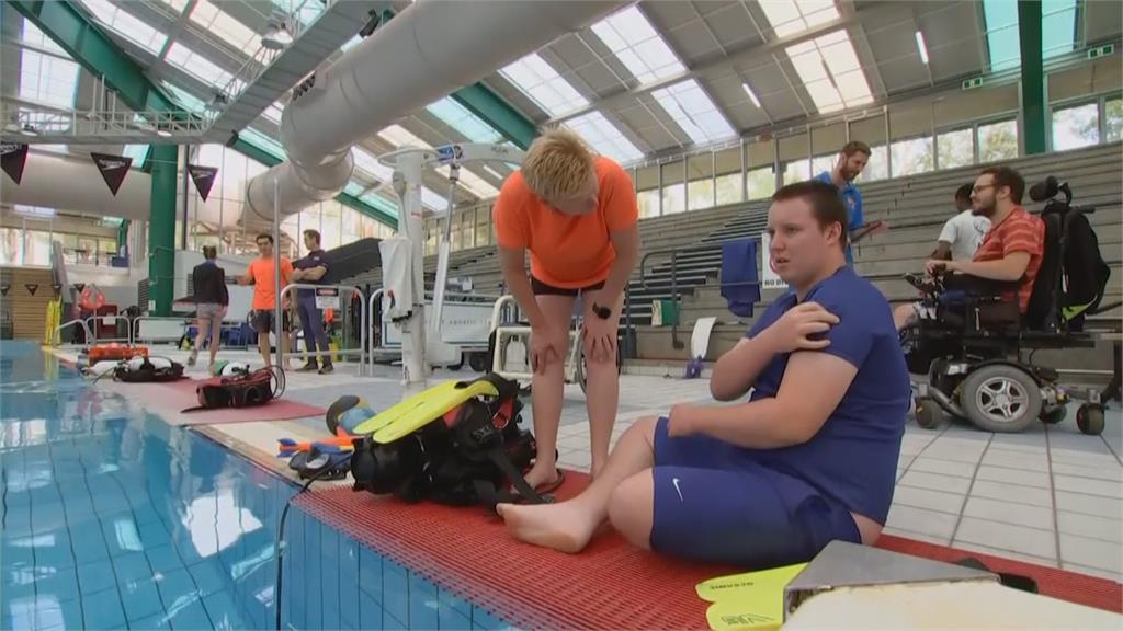 澳洲水底療程成效亮眼 療癒自閉症與身障