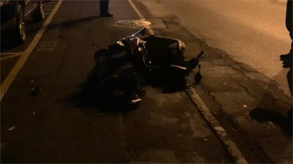撞擊瞬間曝!賓士路口高速衝撞女騎士噴飛150m遠  無生命跡象搶救中