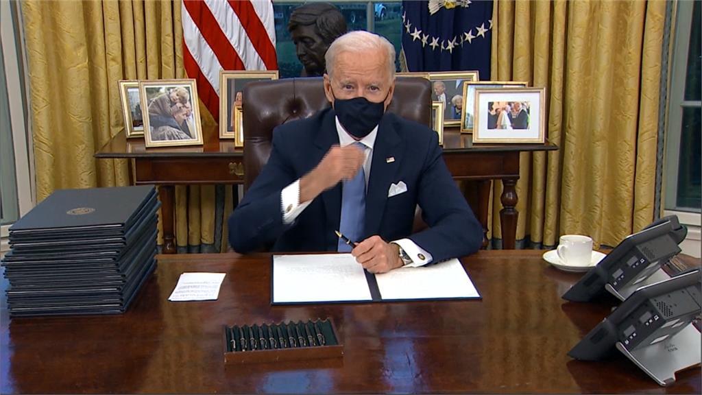 拜登入主白宮首日 簽署17項總統行政命令