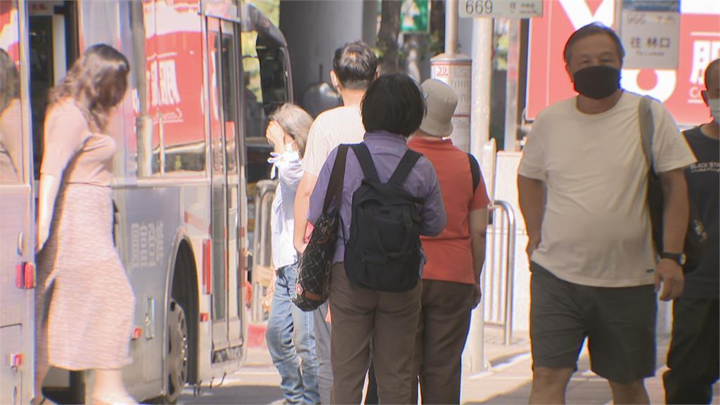 三級警戒一個月 車流最多的一週 確診降街頭湧人潮