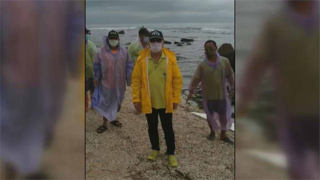 油污漂流至小琉球海域! 連小海龜都不敢探頭呼吸