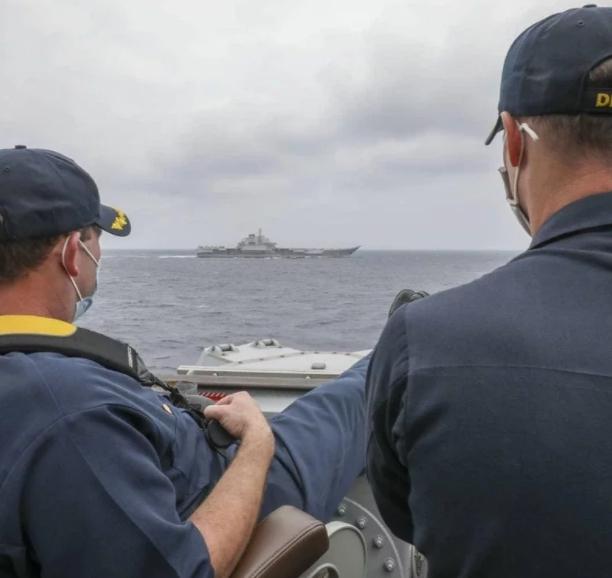 美軍近距離「翹腳」監控中國航母遼寧號 一張圖曝行動都在掌握之中!