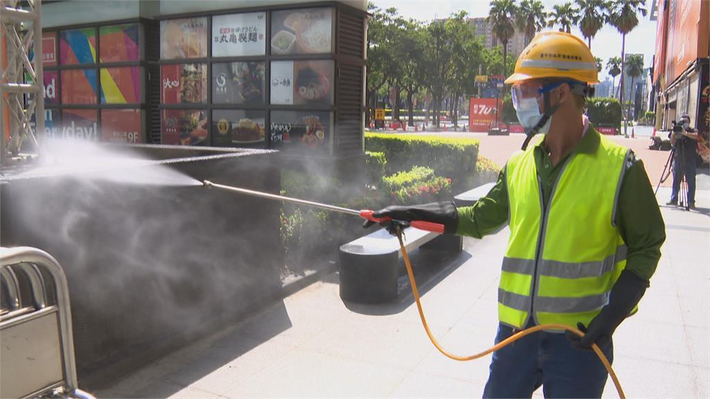 新光三越中港店櫃姐驚傳確診 傳染源疑來自彰化阿嬤